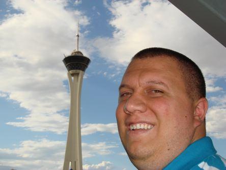 toranj Stratosphere hotela u pozadini